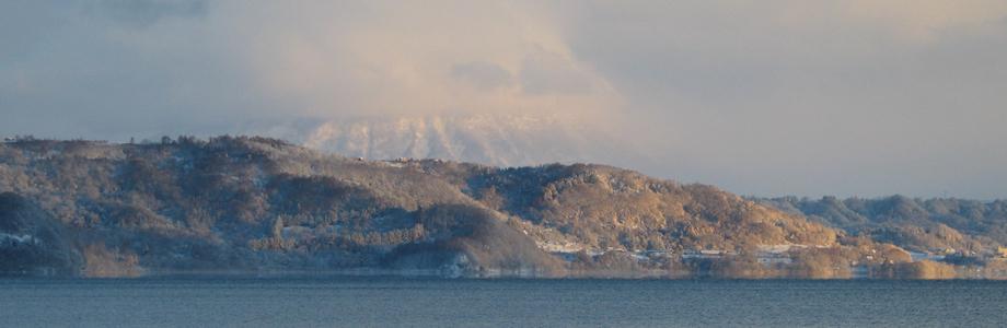 洞爺湖から見た冠雪の羊蹄山、北海道洞爺湖、羊蹄山