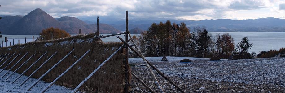 はさかけ(はざかけ)にかかる薄雪、洞爺湖、農作業